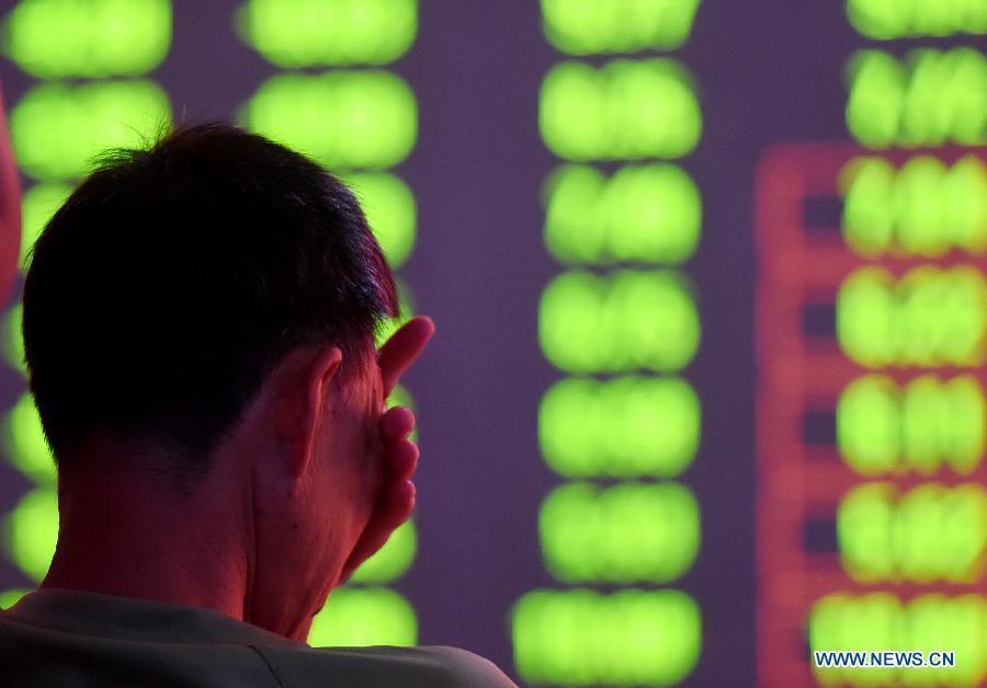 Торги на фондовых биржах Китая завершились мощнейшим за последние 8 лет падением котирово