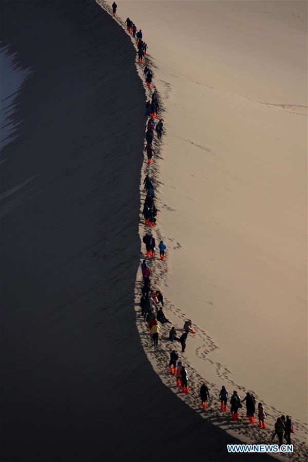 #CHINA-GANSU-MINGSHA MOUNTAIN-TOURISM (CN)