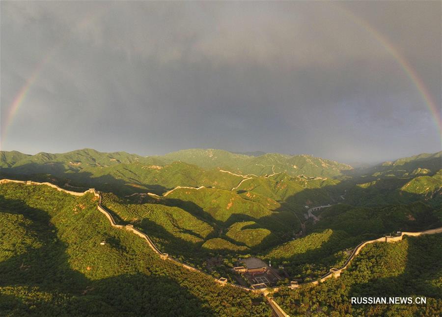 Ливень и радуга над Великой Китайской стеной