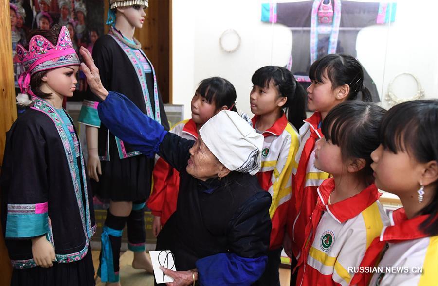 Мастерица из Гуанси -- хранительница традиционных ремесел народности дун