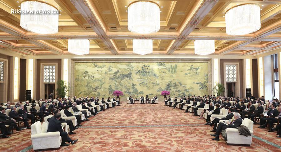 (XHDW)(1)李克强会见出席中国发展高层论坛2017年年会的境外代表并座谈