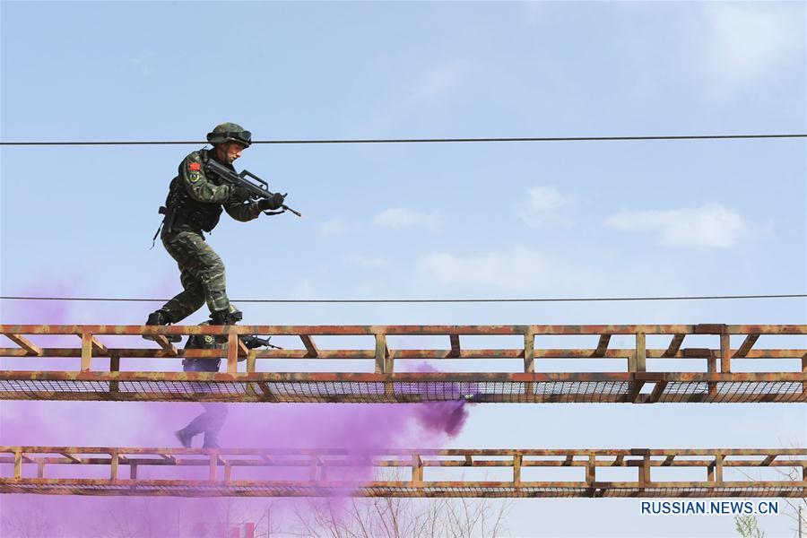 Тренировка штурмовой антитеррористической роты военной полиции в Иньчуане