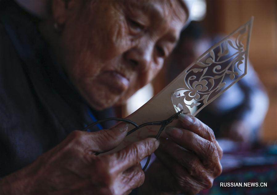Традиционная дунская вышивка
