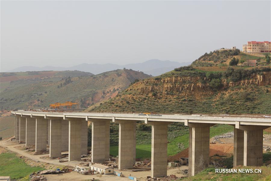 Китайская компания помогает Алжиру построить скоростное шоссе, пересекающее страну с юга на север