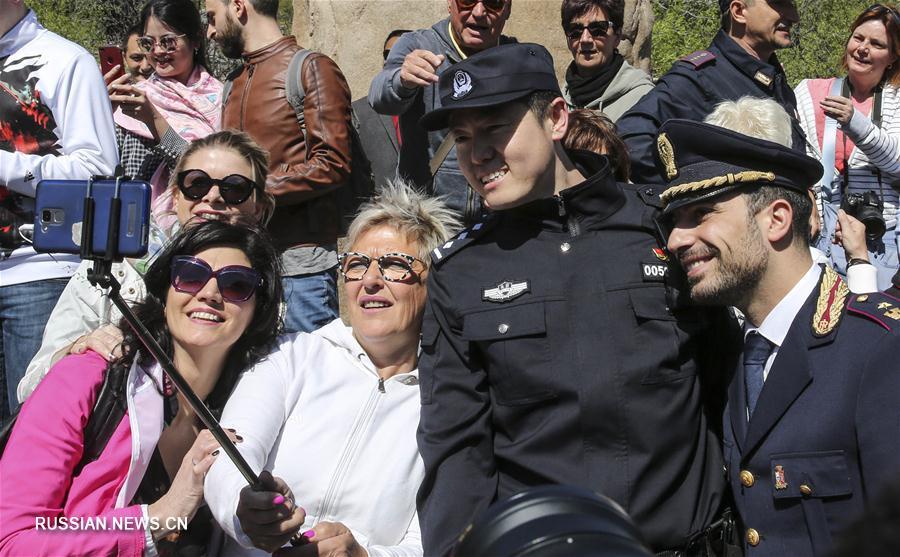 Полицейские Китая и Италии начали совместное патрулирование туристических объектов Пекина и Шанхая