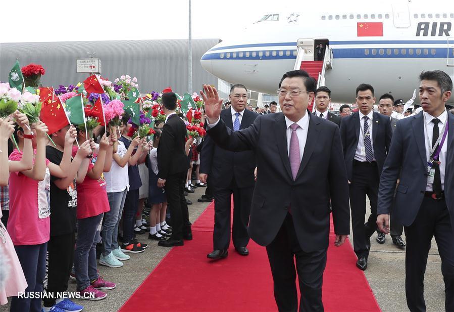 Чжан Дэцзян прибыл в Аомэнь с инспекционной поездкой
