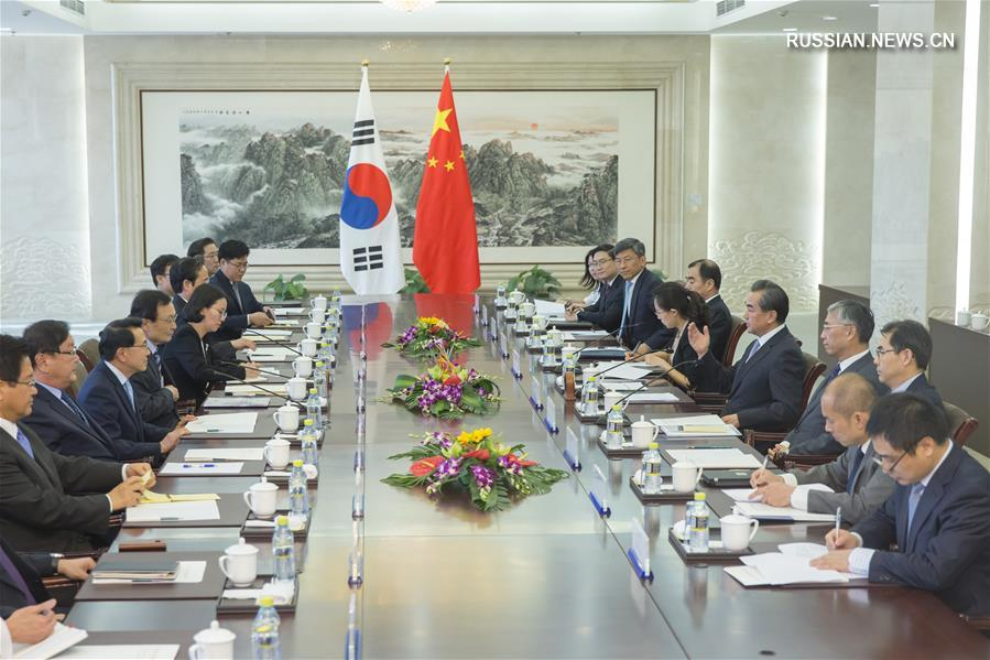 (XHDW)王毅会见韩国总统特使李海瓒