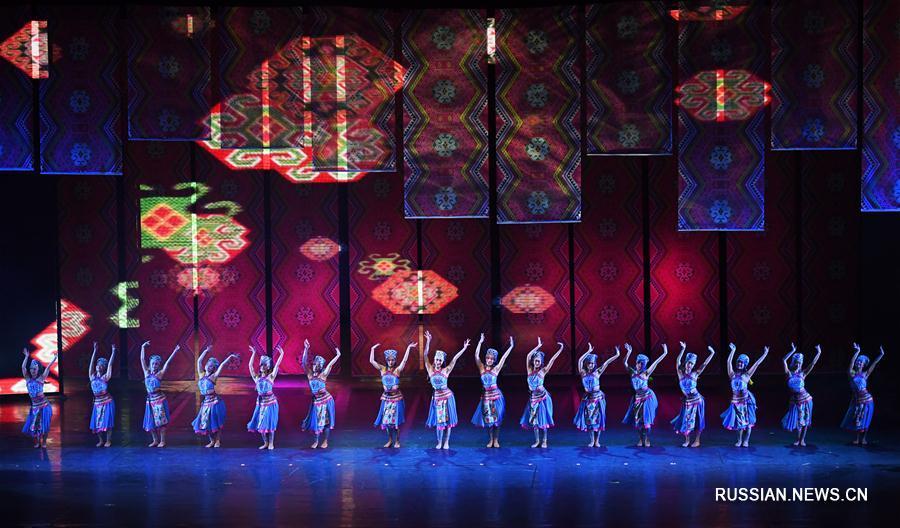 Музыкально-танцевальное шоу по мотивам легенд народности туцзя в Чунцине