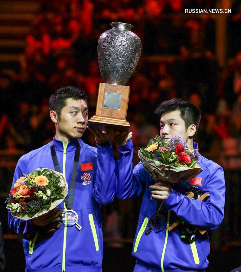 Настольный теннис -- ЧМ-2017: церемония награждения победителей в мужском парном разряде