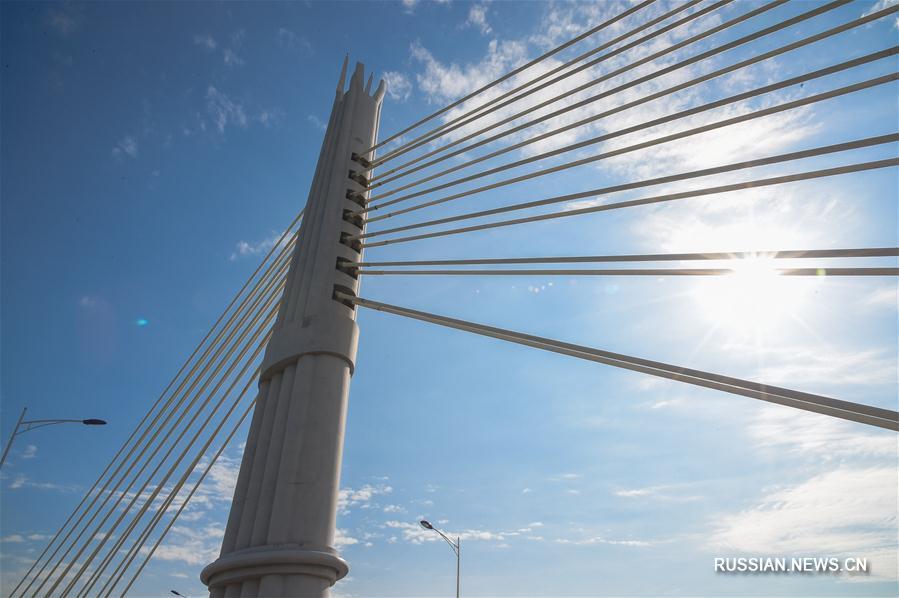 """В провинции Гуйчжоу завершено строительство моста-""""флейты"""""""