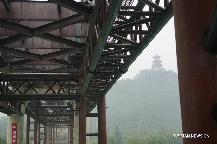 Строительство моста линии S1 через реку Юндинхэ в Пекине