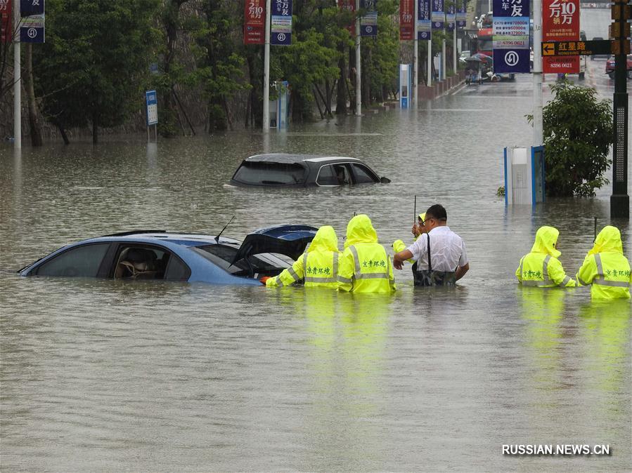 На Гуйчжоу обрушились проливные дожди