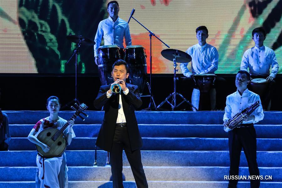 Китайские музыканты выступили в греческом городе Пирей