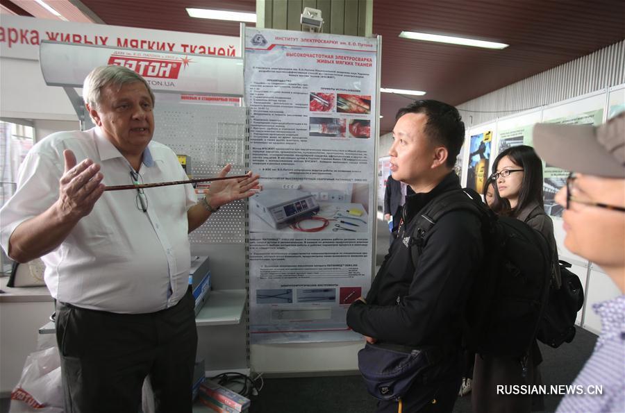 Китайские журналисты посетили институт электросварки имени Е. О. Патона в Киеве