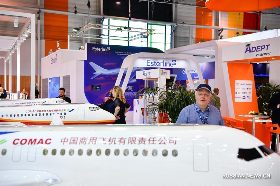 Китайская делегация на Парижском авиасалоне в Ле-Бурже