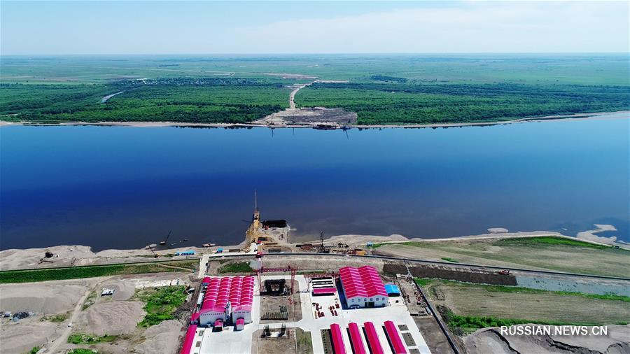 Полным ходом идет строительство первого автодорожного моста через китайско-российскую  пограничную реку Хэйлунцзян