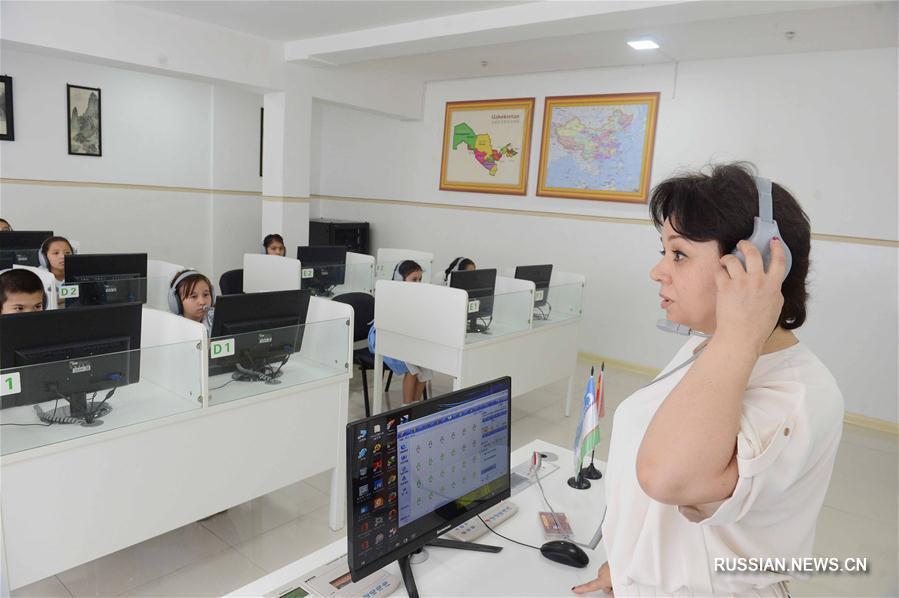 """Компания """"Хуавэй"""" подарила ташкентской школе """"умный класс"""""""