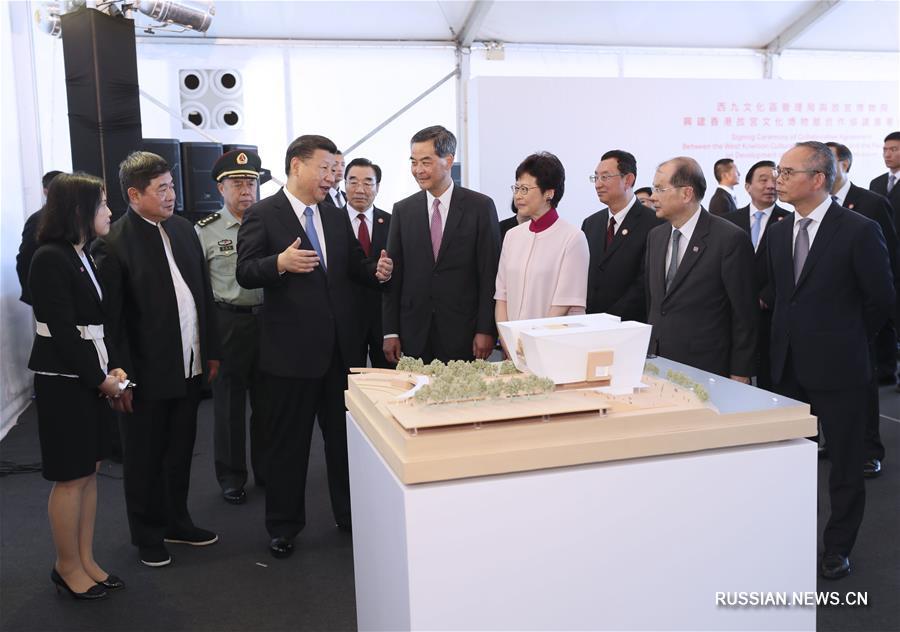 """Си Цзиньпин принял участие в церемонии подписания соглашения о создании Сянганского музея """"Гугун"""""""