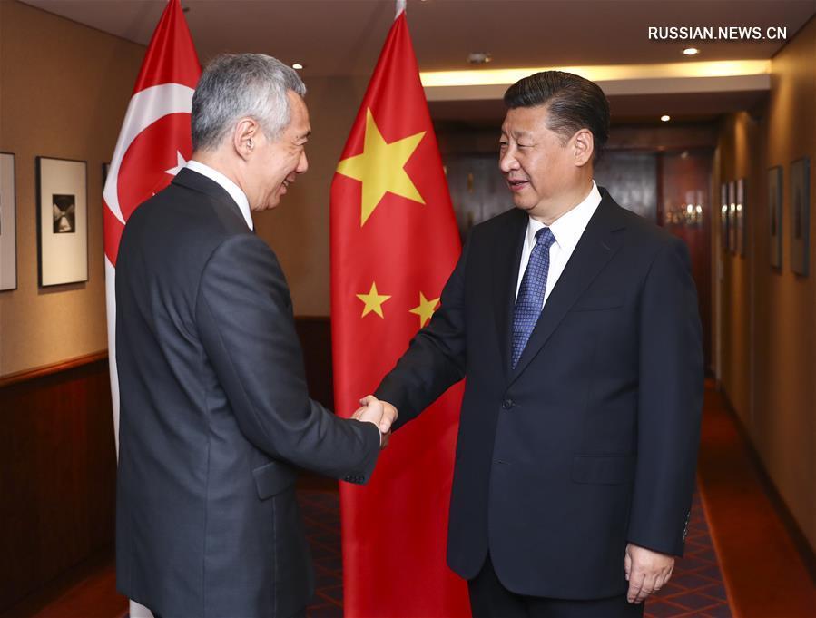 (时政)习近平会见新加坡总理李显龙