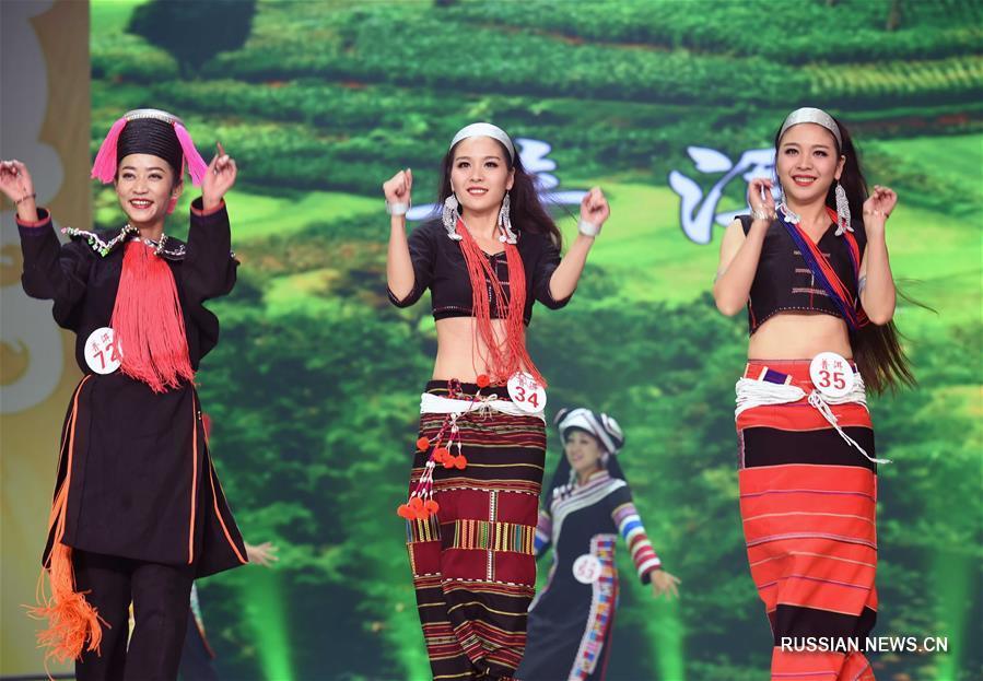 Шоу национальных нарядов в Чусюне