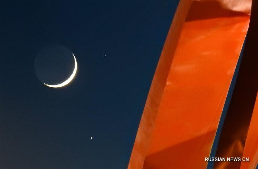 """""""Месяц словно брови красавицы"""" -- Удивительное астрономическое явление в небе Китая"""