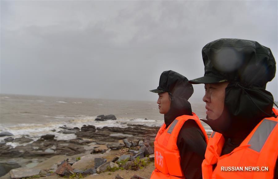 """Тайфун """"Несат"""" обрушился на прибрежный город Фуцин"""