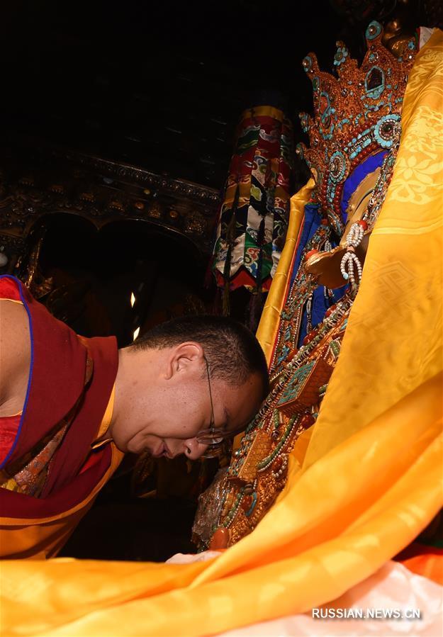 Панчен-лама 11-й совершил поездку в Лхасу