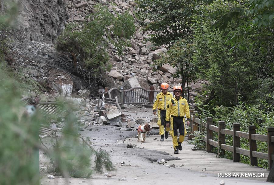 В пострадавшем от землетрясении районе Цзючжайгоу продолжаются спасательные работы