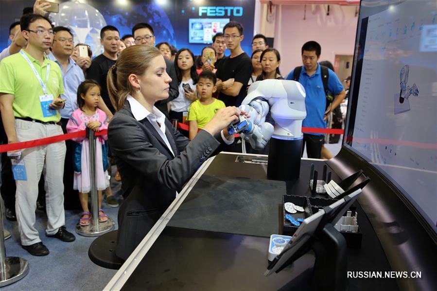 Пресс-показ Всемирной конференции робототехники /World Robot Conference/ 2017 в Пекине