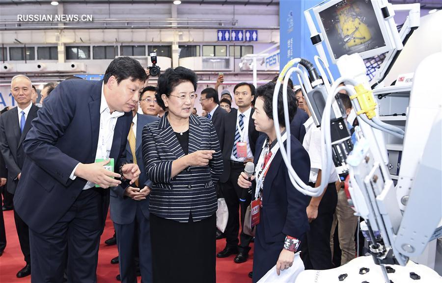 (XHDW)(2)刘延东出席2017世界机器人大会开幕式