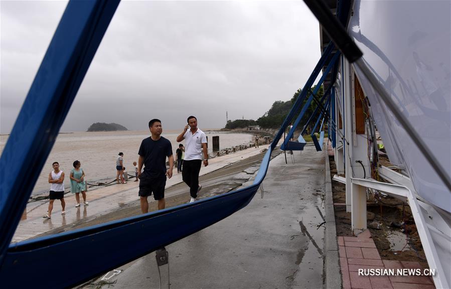 """Тайфун """"Хато"""" нанес удар по Чжухаю"""