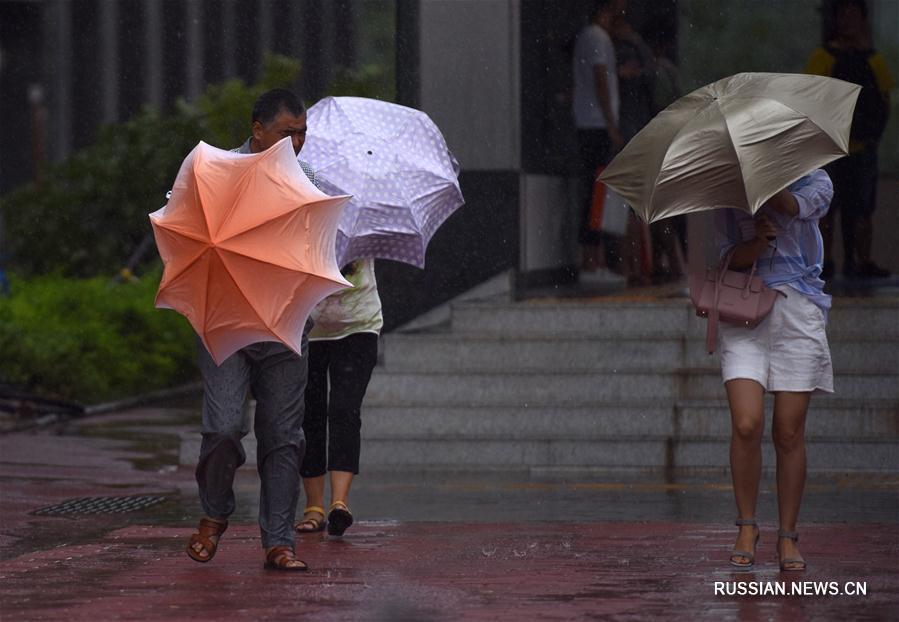"""Тайфун """"Пакхар"""" достиг берегов Южного Китая"""