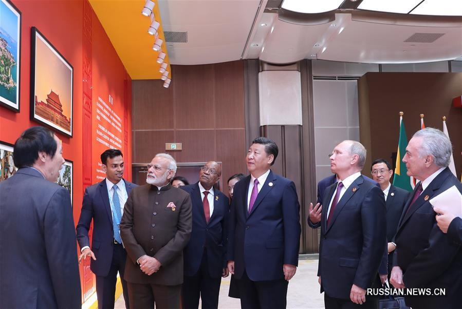 Си Цзиньпин принял участие в церемонии открытия Фестиваля культур стран БРИКС и посетил культурную фотовыставку