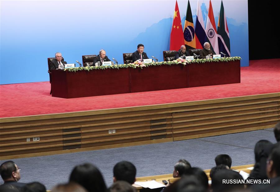 Си Цзиньпин принял участие в диалоге лидеров стран БРИКС и Делового совета БРИКС