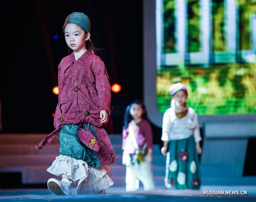 Национальный конкурс детской одежды в поселке Чжили