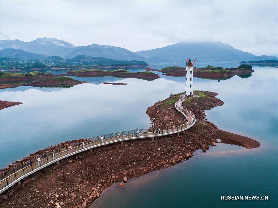 """""""Озеро тысячи островов"""" в провинции Чжэцзян превратилось в экологический курорт"""