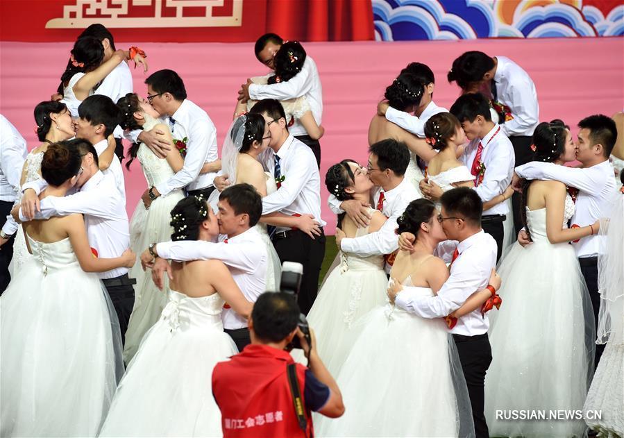В Сямэне состоялась коллективная свадьба 91-й пары