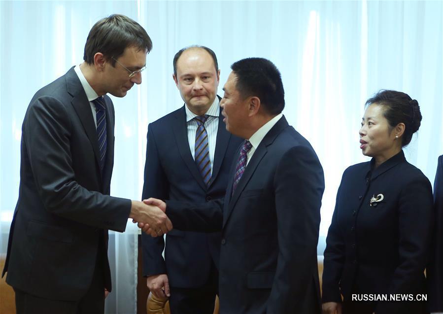 Китайская фирма отремонтирует украинские дороги