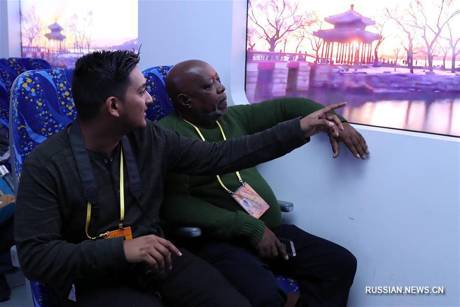 """Корреспонденты из развивающихся стран посетили выставку """"Пять лет упорного труда и движения вперед"""""""