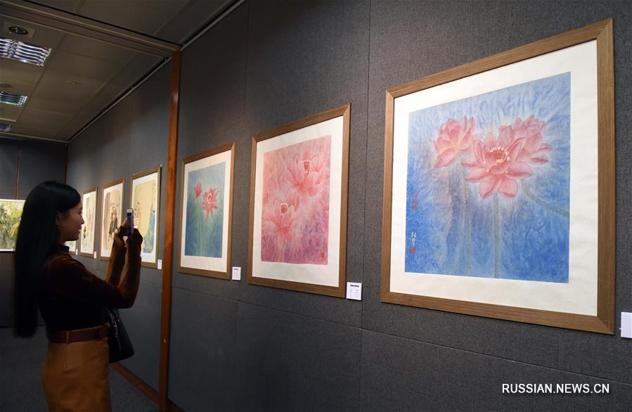 В Сянгане проходит выставка работ известных китайских каллиграфов и живописцев