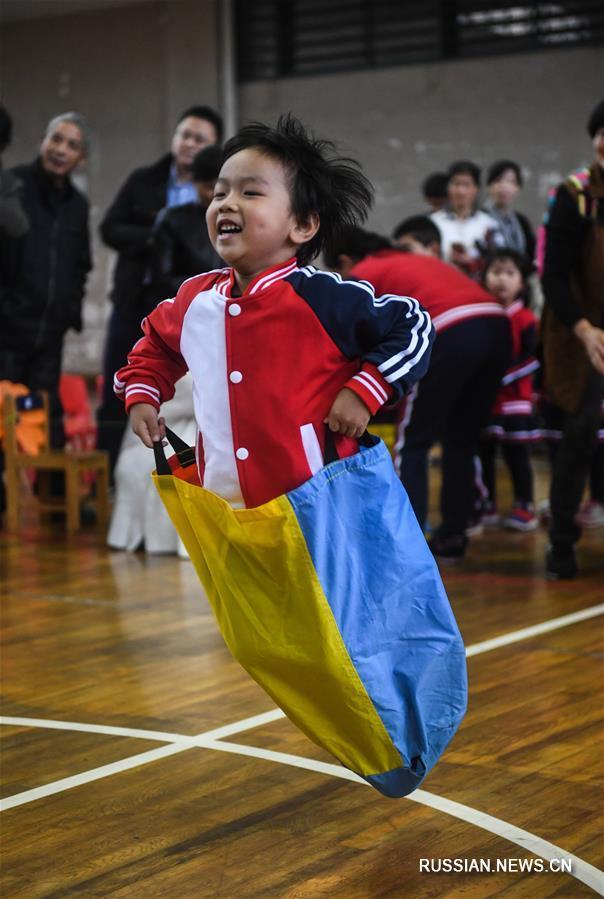 Занимательная физкультура в детском саду на востоке Китая