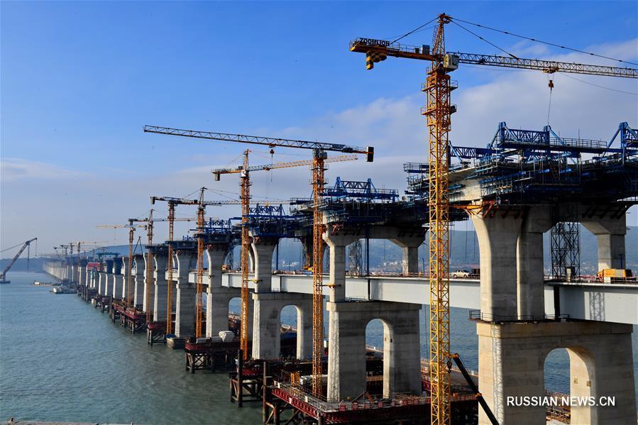 Строительство первого в Китае автомобильно-железнодорожного моста через пролив