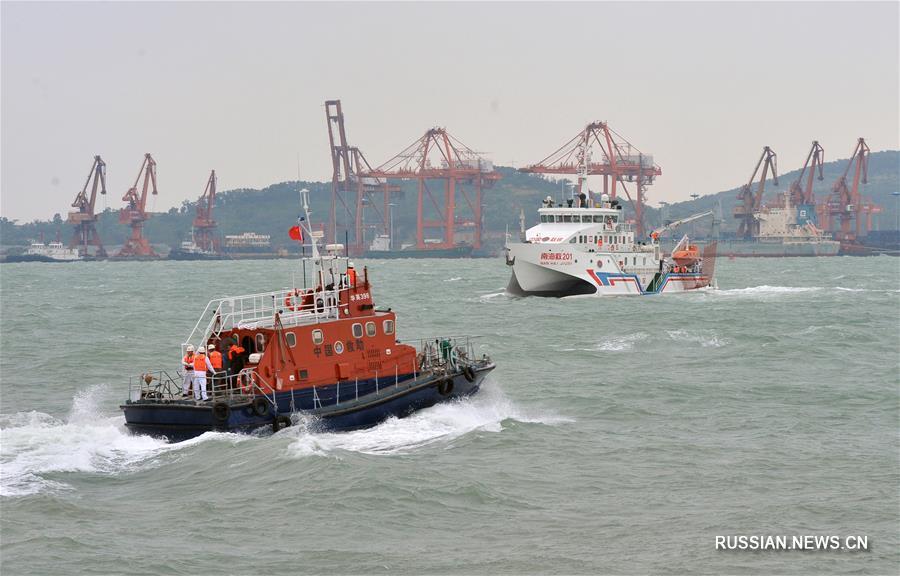 В Южном Китае прошли комплексные учения по использованию спасательно-подъемной системы  по быстрому реагированию на ЧС на море