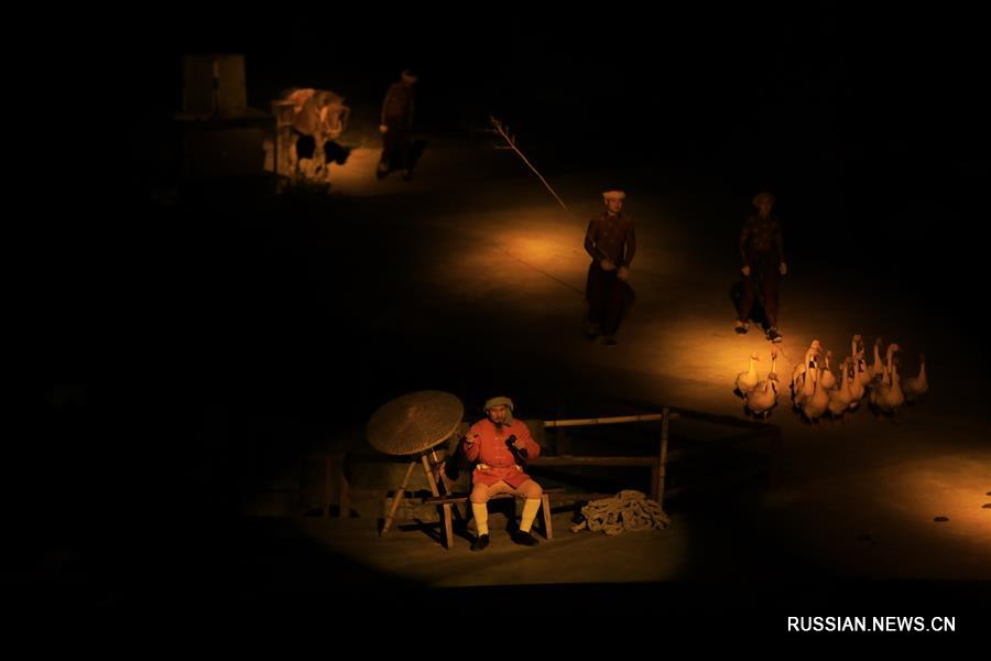 """Спектакль """"Впечатляющий Улун"""" на открытой сцене в Чунцине"""