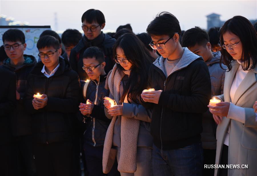 Студенты провели панихиду со свечами в память об убитых в Нанкинской резне 1937 года