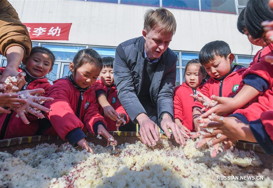 Малыши уезда Чансин знакомятся с народными обычаями на День зимнего солнцестояния