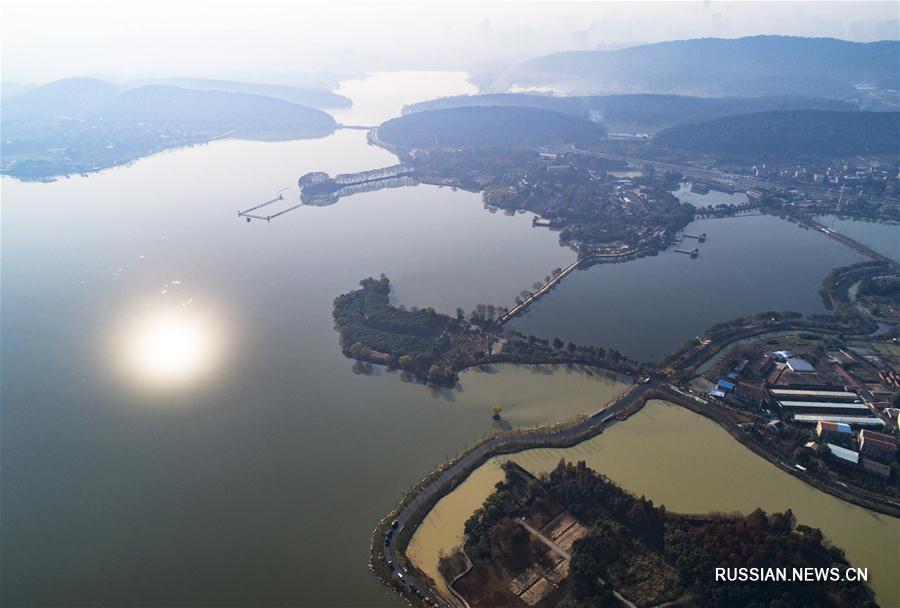 """В Ухане скоро откроется второй отрезок """"зеленой дорожки"""" на озере Дунху"""
