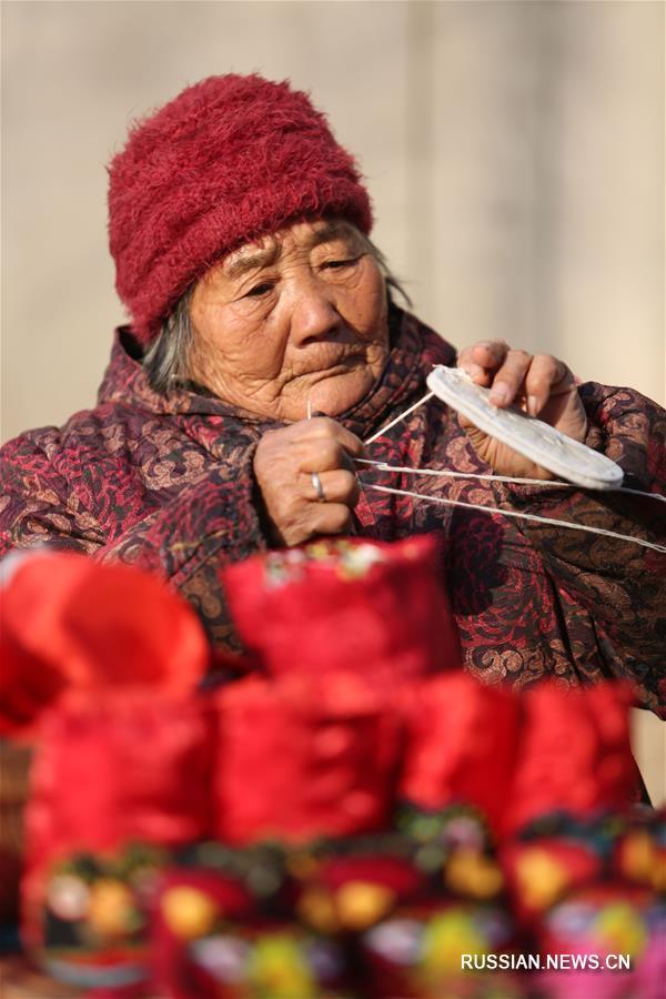 """Детские тапочки """"тигриная голова"""" от 85-летней Чжао Кайин"""