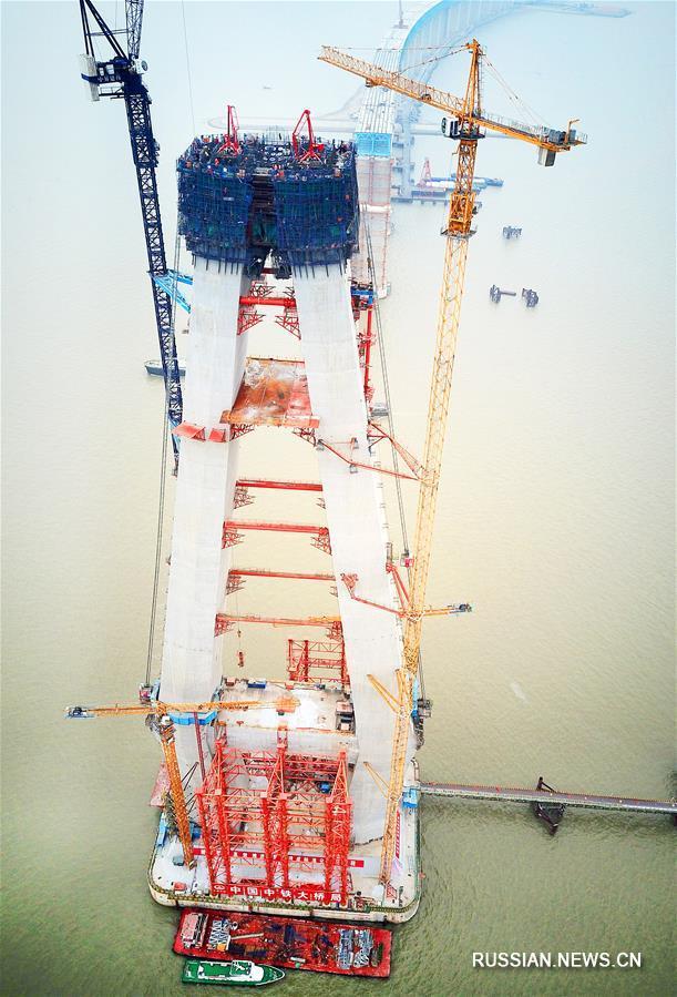 Закончено строительство средней части 28-й опоры моста Хутун через Янцзы