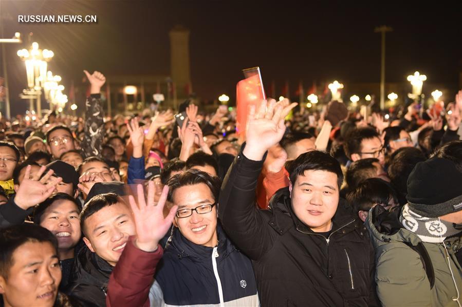 (社会)(15)人民解放军首次执行天安门广场升国旗任务